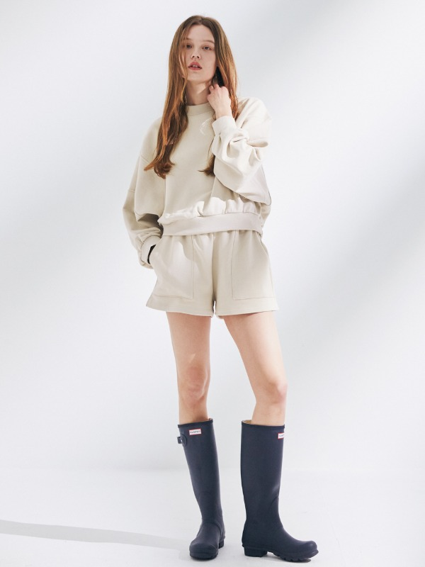 [SET 할인] [재입고] Dolman Sleeve Sweatshirt + Out Pocket Short Sweat Pants [Butter Cream]